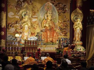 Chanting at the Buddha Tooth Temple