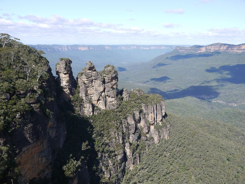 The Three Sisters and the Blue Mountains